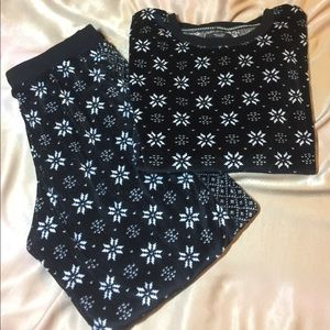 Simply Vera velour  snowflake pajama set